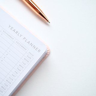 close-up-photo-of-yearly-planner-beside-a-pen-1558691.jpg